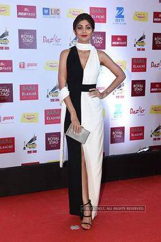 View Mirchi Music Awards Red Carpet Pics on ETimes Photogallery Celebrity Pics, Celebrity Red Carpet, Shilpa Shetty, Awards 2017, Music Awards, Bollywood Actress, Walks, Supermodels, Peplum Dress