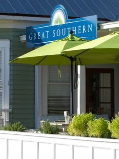 """New fashioned southern cuisine. Fresh veggies, seafood, aged beef – the """"Littlest Oyster Bar,"""" beer, wine, cocktails. Bkfst, lunch & dinner. 850.231.PEAS (7327) / www.thegreatsoutherncafe.com"""