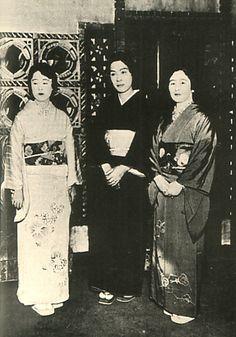 Japanese Imperial family's antique photograph.   Princess Higashikuni-Toshiko & Nashimotonomiya-Itsuko & Nashimotonomiya-Masako.   Masako is after it; former; became the wife of the Crown Prince of the Korea empire.