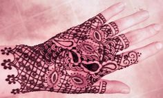 henna glove http://www.facebook.com/pages/Magic-Monkey-Mehendi/197252506991848