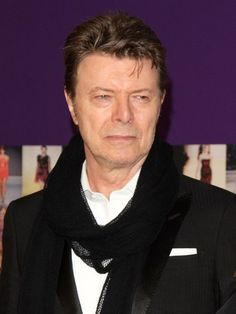 """David Bowie vai escrever musical inspirado em """"O Homem que Caiu na Terra"""""""