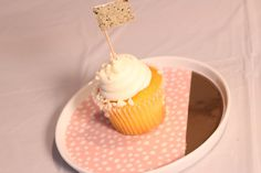 1) Description Of Item: Add these gold flag cupcake toppers to your order to create a complete package!  2) Size & Details This listing