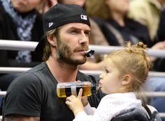 Harper Beckham Enjoys A Drink & David Beckham Enjoys A Pacifier At LA Kings Game - Socialite Life David Beckham Daughter, Style David Beckham, Moda David Beckham, David Y Victoria Beckham, Vic Beckham, David Beckham Family, Harper Beckham, La Kings Hockey, Kings Game