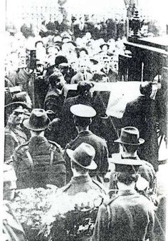Pierce McCan's coffin, draped with a tricolour flag, at arrival at Westland Row on Saturday, March 8th 1919. Michael Collins is one of the bearers.