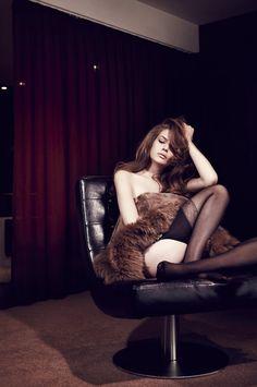 fur, black, maroon