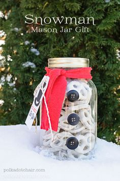 Snowman Mason Jar Craft Idea and free printable tag on polkadotchair.com