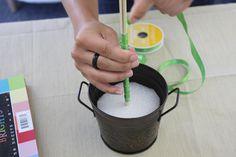 Hacer un topiario de listones es sumamente fácil, y resulta muy apropiado para usarse como centro de mesa en fiestas o reuniones. Aprende co...