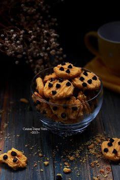 Catatan Dapur Vero: KUE KERING JERUK COKELAT KEPING Cookie Recipes, Muffin, Cookies, Breakfast, Food, Decor, Xmas, Recipes For Biscuits, Crack Crackers