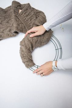 DIY Christmas Wreath, Wool Scarf Christmas Wreath Tutorial, 2 min DIY sweater wreath - try it bunching or wrapping - great way to use an old sweater or scarf Diy Fall Wreath, Wreath Crafts, Diy Christmas Ornaments, Holiday Wreaths, Christmas Projects, Christmas Holidays, Christmas Decorations, Country Christmas, White Christmas