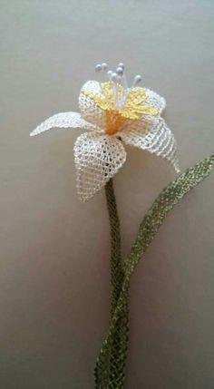 Needle Lace, Needle And Thread, Islamic Prayer, Point Lace, Lace Jewelry, Lace Making, Bead Art, Crochet Stitches, Needle Felting
