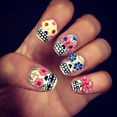 dia de los muertos nails, I've always seen the flowers but never knew what to do with them. Now I know :)