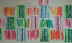 Traces 1 - Grande feuille blanche maintenue sur support vertical (chevalet) - Support : feuille de canson, format 25x32 cm. - Outil : pinceau - Médium : encre (2 couleurs) - Gestes : poser le pinceau en haut de la feuille et appuyer pour faire couler... Programme D'art, Trait Vertical, D Line, Canson, Preschool Kindergarten, Keith Haring, Art Plastique, Elementary Art, Art Activities