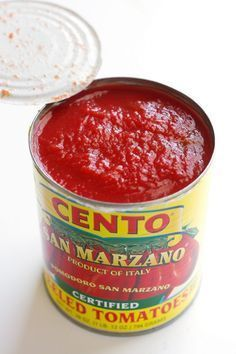 Pizza Sauce - Made with simple ingredients that are easy to find. This sauce freezes well too! Margarita Pizza, Pizza Hut, San Marzano Tomaten, Pizza Recipes, Cooking Recipes, Chicken Recipes, Jar Recipes, Recipies, Homemade Pickles