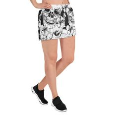 Laufen wir ein Stück? Lust auf ein Bad? Vielleicht beides? Nun, hier ist genau das richtige Produkt für Sie! Diese sportlichen kurzen Damen-Shorts sind so bequem und aus einem so vielseitigen Stoff gefertigt, dass Sie sich bei keinem Sportereignis fehl am Platz fühlen werden. Und natürlich haben sie Taschen. Müssen wir Leggings, Trends, Athletic Shorts, Bad, Fashion, Sporty, Keep Running, Bags, Moda