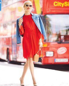 burda style, Schnittmuster, Kleid 11/2016 #122B, Luftig-verspielt und trotzdem perfekt für den Herbst: Das an Ausschnitt und Rockteil in Fältchen gelegte Kleid mit geschlitzten, nach unten ausgestellten Ärmeln steht besonders großen Frauen.