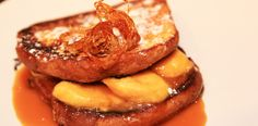 "Briose ""pain perdu"" cu banane in sos caramel. French Toast, Breakfast, Food, Candies, Sweets, Banana, Hoods, Meals"