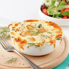Gratin de pétoncles et épinards - 5 ingredients 15 minutes Ketosis Diet, Seafood Dishes, Bagels, Scallops, Fish Recipes, Camembert Cheese, Entrees, Sandwiches, Dairy