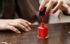 File:Red nail polish in application.jpg - Wikimedia Commons Nail Polish y no nail polish during surgery Best Nail Polish Brands, Best Gel Nail Polish, Pastel Nail Polish, Pastel Nails, Nail Polishes, Easy Nails, Easy Nail Art, Simple Nails, Maybelline