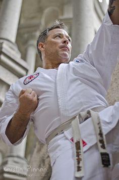Outdoor Karate-Fotoshooting mit Jörg Uretschläger.  (4. Dan Shotokan Karate | Bundestrainer im WKF Verband Bereich Druckpunkte - Kyusho | Botschafter der muTiger-Stiftung für mehr Zivilcourage) (c) Kerstin Pinnen Photodesign