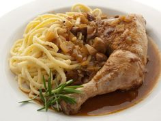 Poulet Au Riesling, Classic French Dishes, Spaghetti, Pork, Meat, Chicken, Ethnic Recipes, Alsace Lorraine, Sauce