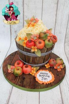 Giant Apple Barrel Cupcake - Cake by Dusica Large Cupcake Cakes, Big Cupcake, Giant Cupcakes, Fondant Cookies, Cupcake Cookies, Bolo Floral, Barrel Cake, Thanksgiving Cakes, Apple Barrel