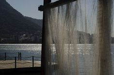 """Exposição """"Colônia dos Pescadores ZR – 13 Núcleo Lagoa"""", de Marcella Marer, no Giuseppe Grill Mar. #FotoRio #photography #art"""