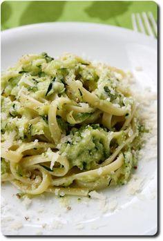 Linguine with zucchini cream Knowledge and flavors - Linguine with zucchini cream Knowledge and flavors - Fun Easy Recipes, Veggie Recipes, Pasta Recipes, Diet Recipes, Vegetarian Recipes, Cooking Recipes, Healthy Recipes, Linguine, Gula
