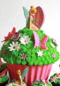 Idea for Tinkerbell themed giant cupcake Grass effect (Cake by Miss Peachy Cakes)