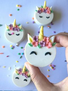Unicorn Candy Cookies perfect as party favors for a unicorn magic themed party! Unicorn Candy Cookies perfect as party favors for a unicorn magic themed party! Oreo Pops, Unicorn Cookies, Unicorn Cupcakes, Candy Cookies, Oreo Cookies, Bolo Diy, Cuisines Diy, Unicorn Foods, Candy Party Favors