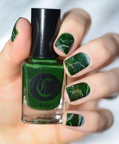 Nails like green marble