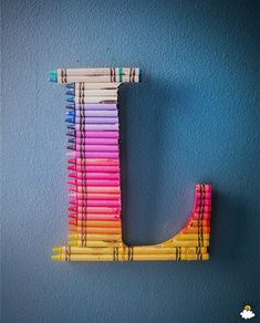Add a splash of color to any room with this darling DIY Crayon Monogram! Crayon Monogram, Crayon Letter, Crayon Art, Letter Art, Diy Crayons, Melted Crayons, Fun Crafts, Crafts For Kids, Diy Letters