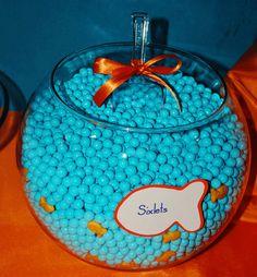 Awesome idea! Aqua Sixlets and Goldfish crackers in a goldfish bowl