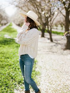 a styled almond orchard barn luncheon All Fashion, Everyday Fashion, Fashion Hats, Womens Fashion, Spring Summer Fashion, Autumn Winter Fashion, Winter Style, Beautiful Outfits, What To Wear