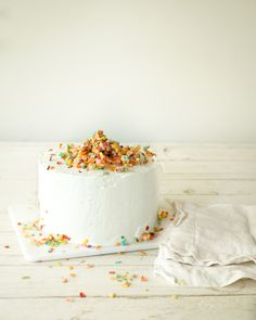 Fruity Pebbles Cake at Chasing Delicious. Get more delicious at @chasedelicious.
