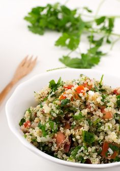 This quinoa tabbouleh is ready in 20 minutes and is the perfect meal to eat on the go. It's really easy to make and so nutritious. Best Vegan Recipes, Vegetarian Recipes, Cooking Recipes, Healthy Recipes, Ham Recipes, Savoury Recipes, Healthy Options, Cooking Ideas, Salad Recipes