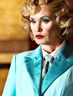 Jessica Lange as Elsa Mars. Such an outstanding actress. AmericanHorrorStory; excellent costumes, top notch set design, superb acting and casting, intelligent storylines and vintage panache...just take away the horror and it would be perfect;) #nopecantwatchanymore #waytooviolent