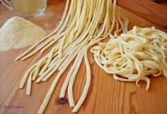 Tagliatelle fatte in casa senza uova Pizza E Pasta, Tuscan Bean Soup, Pasta Maker, Fresh Pasta, Homemade Pasta, Tortellini, Vegan Dishes, How To Cook Pasta, Gnocchi