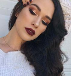 Gold cranberry fall look, thanksgiving makeup