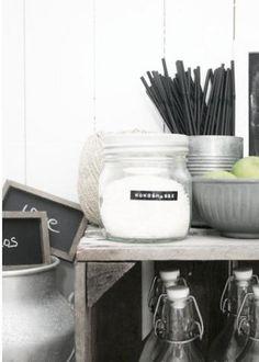 White ~ black details ~ chalkborads ~ labels ~ glass ~ wood ~ kitchen perfection!