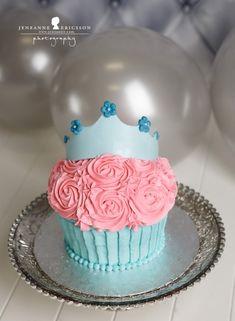 Princess cake w/ wilton giant cupcake