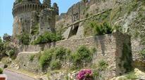 Castello Aragonese di Belvedere Marittimo. Costruito nella seconda metà del XI sec. da Ruggiero il Normanno, famiglie nobili che si successero nel possesso furono CARLO I D'angiò , Giovanni di Montfort, Simone di Bellovidere.