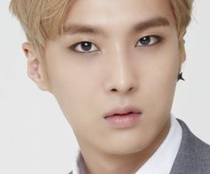 Group - SPEED // BirthName - Shin Jong Kook // StageName - Jongkook // Birthday - September 8th 1993 (22) Virgo // Position - Vocalist // Height -  5ft10 // Blood Type - AB //
