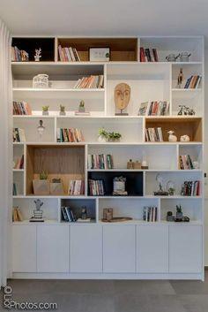 30 best bedroom cabinet design ideas 75 - boekenkast - Shelves in Bedroom Living Room Shelves, Living Room Storage, Home Living Room, Living Room Decor, Bedroom Storage, Bedroom With Bookshelves, Bedroom Shelving, Bookshelf Wall, Fireplace Shelves
