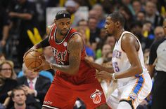 Who is the better player in the NBA, LeBron James or Kevin Durant?- http://getmybuzzup.com/wp-content/uploads/2014/01/248890-thumb.jpg- http://getmybuzzup.com/better-player-nba-lebron-james-kevin-durant/- By Reece_Helms LeBron James has owned the NBA these past few seasons, winning back to back NBA championships, NBA MVP, and NBA Finals MVP. Despite all of that, some believe the King is about to be dethroned by another NBA superstar. One of the most popular debates among NBA