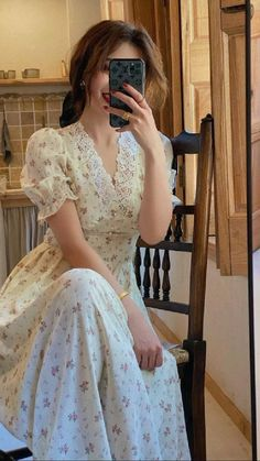 Pretty Outfits, Pretty Dresses, Beautiful Dresses, Vestidos Vintage, Vintage Dresses, Vintage Lace, Vintage Clothing, French Vintage, Look Retro