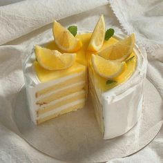 Pretty Birthday Cakes, Pretty Cakes, Comida Disney, Think Food, Cute Desserts, Just Cakes, Cafe Food, Aesthetic Food, Aesthetic Clothes