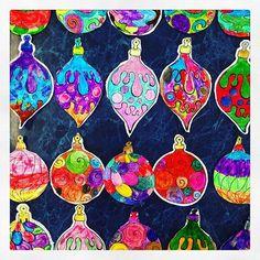 Esferas de papel que decoraron mis alumnos de primaria. Diseño: Amayrani S. Chapuz, diseñadora de la UIA.