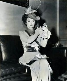 Welcome to the official Bette Davis website. Learn more about Bette Davis and contact us today for licensing opportunities. Old Hollywood Stars, Hooray For Hollywood, Old Hollywood Glamour, Golden Age Of Hollywood, Vintage Hollywood, Classic Hollywood, Vintage Glamour, Hollywood Lights, Vintage Hats