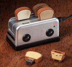 USB Toaster Hub with Toast Flash Drives are Deliciously Geeky - OhGizmo!. Too cute!! | Products & Gadgets