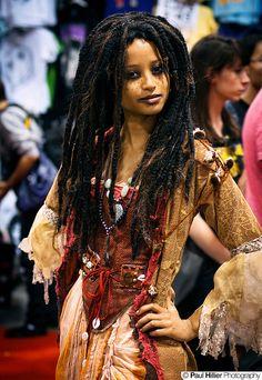 Pirates of the Caribbean Halloween Items, Couple Halloween Costumes, Fantasy Costumes, Cosplay Costumes, Pirates Of The Carribeans, Tia Dalma, Voodoo Costume, Black Cosplayers, Goddess Costume